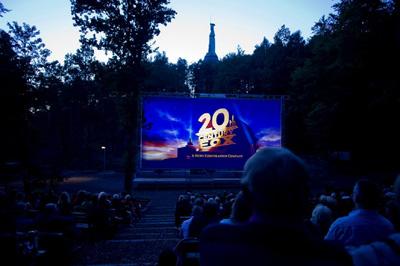 Waldbühne am Hermannsdenkmal lädt ein zu Rock, Comedy und Kino