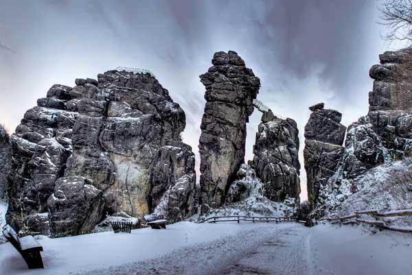 Die Externsteine im Winter. (Foto: Silke Engel)