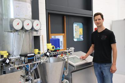 Lemgoer Student automatisiert strömungstechnische Anlage