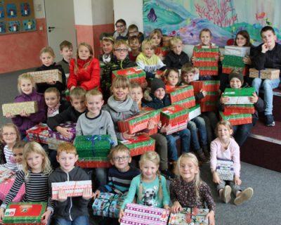 70 Geschenke und 400 € für Kinder in Not