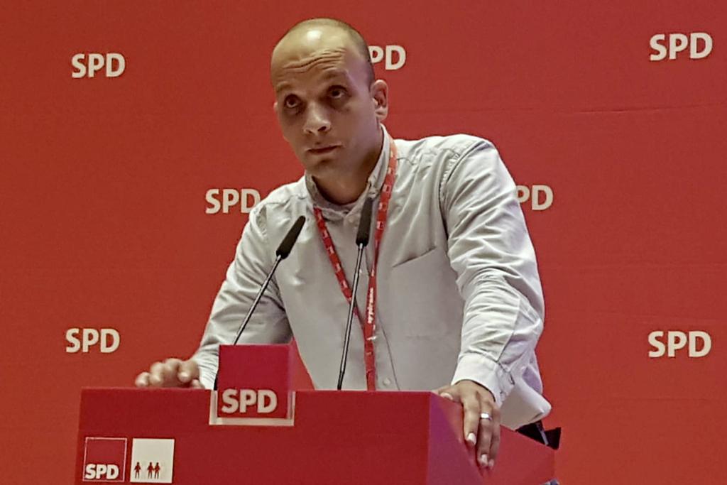 Hussien Khedr am Rednerpult.