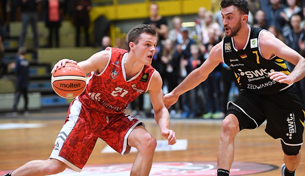 Grant Benzinger spielt weiter für die UNI BASKETS Paderborn