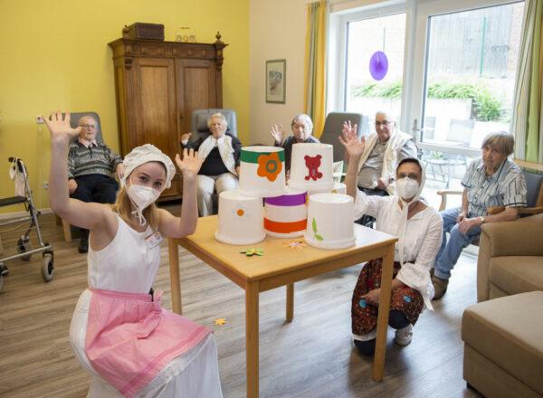 Senioren feiern traditionelles Volksfest im Miniformat
